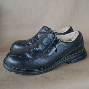 Black Leather Sheepskin Lined Loafer by UGG Sz. 8